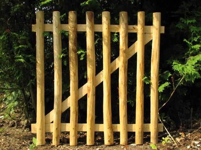 gartentor aus kastanienholz 100 cm hoch x 100 cm breit tor einstecktor kastanie holztore. Black Bedroom Furniture Sets. Home Design Ideas