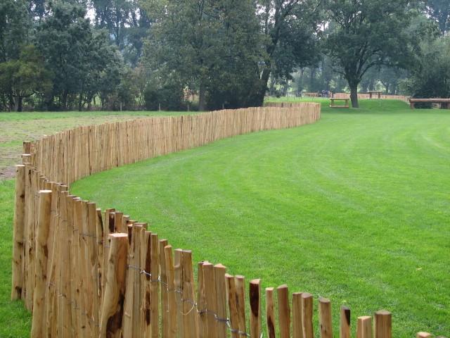 staketenzaun 120 cm h 10 m l za 4 5 cm franz sischer rollzaun aus kastanienholz natur. Black Bedroom Furniture Sets. Home Design Ideas